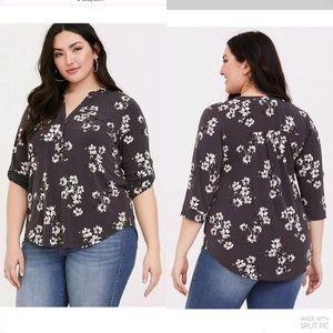 Torrid NEW grey floral blouse plus size 2